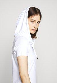 EA7 Emporio Armani - DRESS - Vestido ligero - white - 3