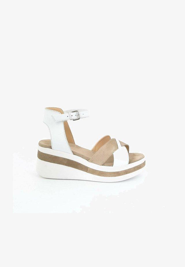 Sandalen met plateauzool - white