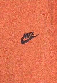 Nike Sportswear - REVIVAL - Shorts - light sienna/dark smoke grey - 5