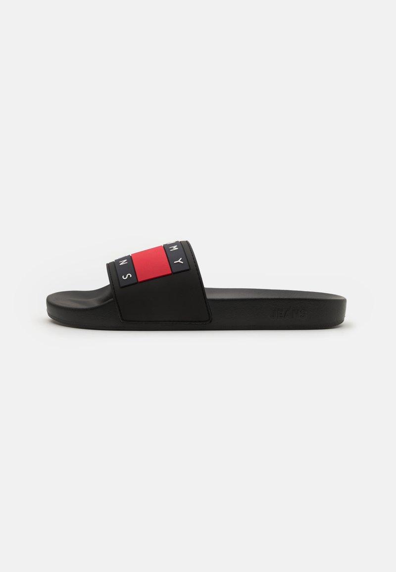 Tommy Jeans - FLAG POOL SLIDE - Matalakantaiset pistokkaat - black