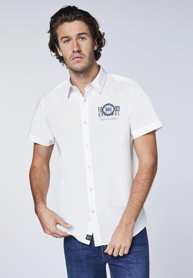 MIT KLEINEM FRONTPRINT - Shirt - bright white