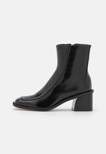SQUARE - Classic ankle boots - noir