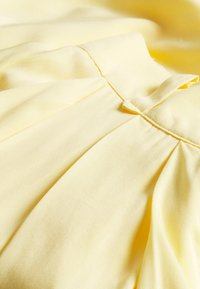 VILA PETITE - VISUVITA - Shorts - mellow yellow - 2