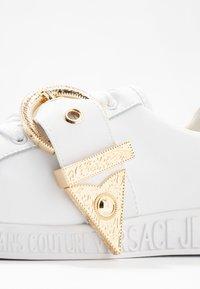 Versace Jeans Couture - Matalavartiset tennarit - bianco ottico - 2
