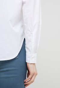 CLOSED - HAILEY - Button-down blouse - white - 4