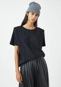 PULL&BEAR - Basic T-shirt - mottled black - 0