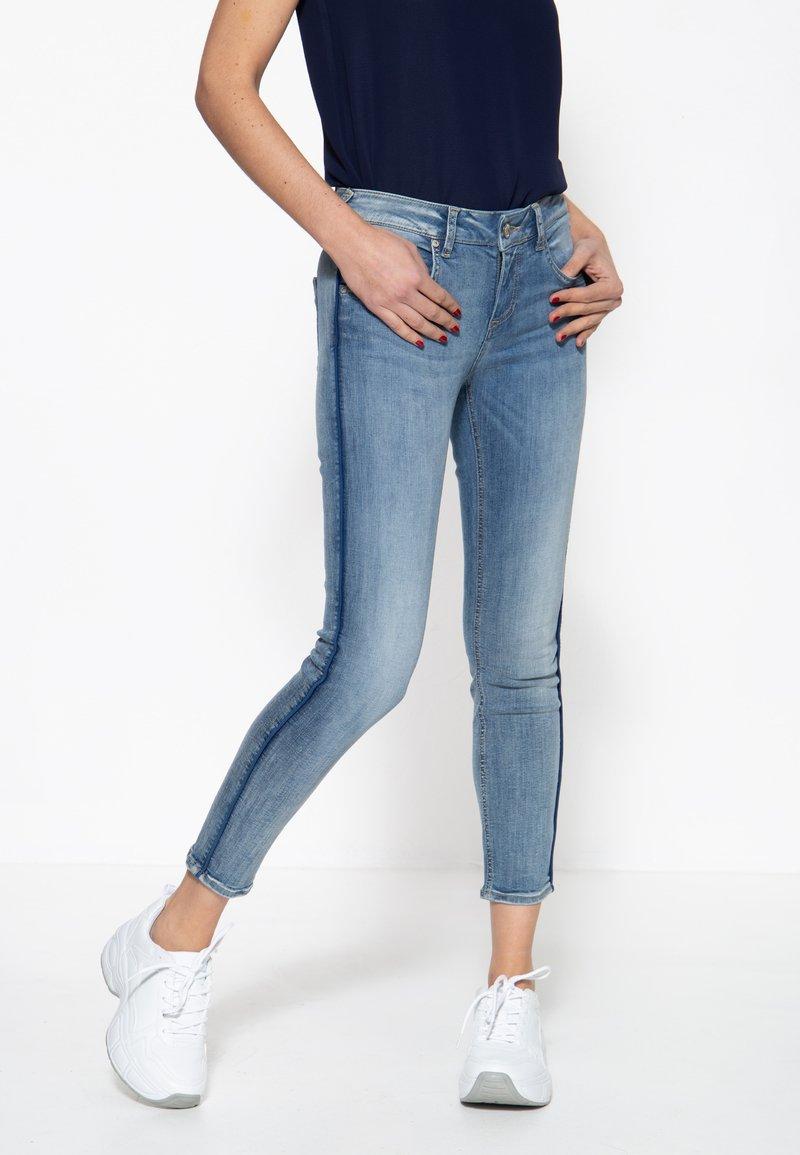 Amor, Trust & Truth - MIT SEITLICHE - Slim fit jeans - blau