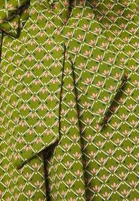 King Louie - HAILEY DRESS FRESNO - Robe d'été - posey green - 2