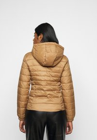 ONLY Petite - ONLNEWTAHOE QUILTED HOOD  - Lehká bunda - toasted coconut - 2