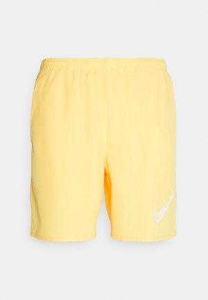 RUN SHORT - Pantalón corto de deporte - citron pulse/white