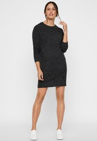 Vero Moda - VMDOFFY O-NECK DRESS - Strikket kjole - black - 1