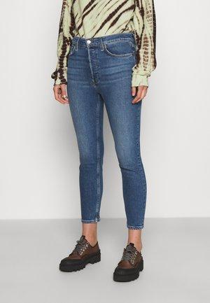 HIGH RISE ANKLE CROP - Slim fit jeans - blue denim
