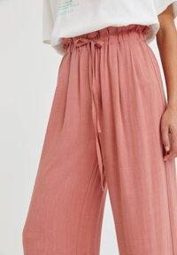 PULL&BEAR - RUSTIKALE - Trousers - mottled beige - 3