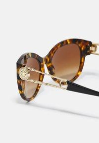 Versace - Solglasögon - havana - 2