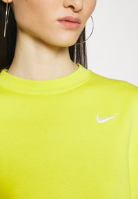 Nike Sportswear - CREW TREND - Sweatshirt - high voltage/(white)