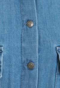 Noisy May - NMFLANNY LONG SHACKET - Skjorte - medium blue denim - 2