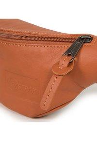 Eastpak - SPRINGER - Bum bag - brown - 4