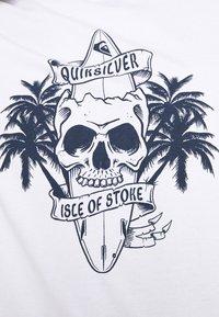 Quiksilver - NIGHT SURFER - Print T-shirt - white - 5