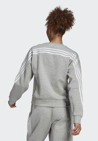 adidas Performance - ADIDAS SPORTSWEAR WRAPPED 3-STRIPES SWEATSHIRT - Sweatshirt - grey - 1