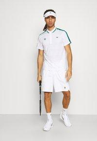 Lacoste Sport - TENNIS  - Poloshirt - white/bottle green/navy blue - 1
