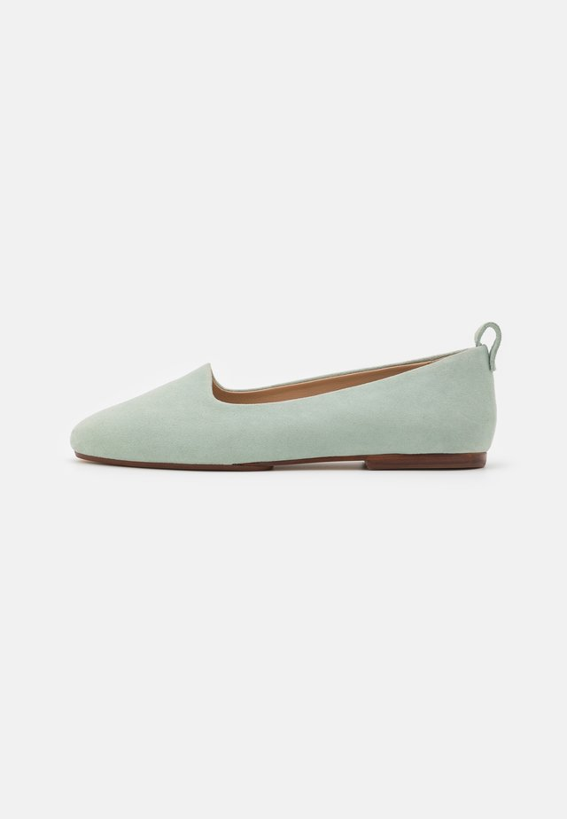Slip-ons - light green