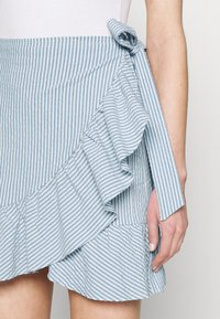 ONLY - ONLCARLY BETTI LIFE WRAP STRIP SKIRT - Wrap skirt - cloud dancer/allure - 3