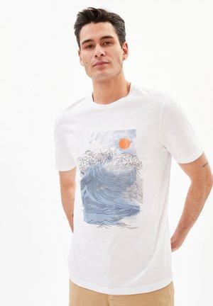 JAAMES BIG WAVE - Print T-shirt - white