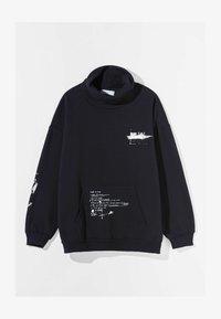 Bershka - MIT ROLLKRAGEN - Sweatshirt - black - 4