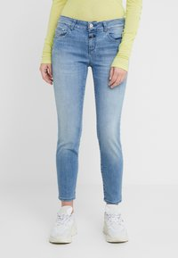 CLOSED - BAKER MID WAIST CROPPED LENGTH - Slim fit jeans - mid blue - 0