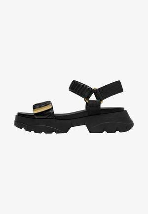 MIT SOHLE IM SNEAKER-STIL - Platform sandals - black