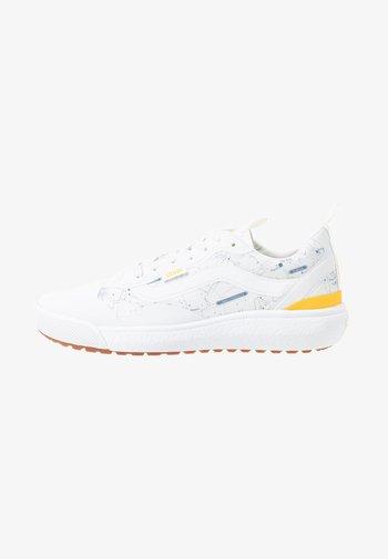 ULTRARANGE  - Trainers - white/yellow