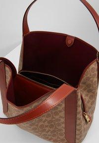 Coach - COATED SIGNATURE HADLEY  - Handbag - tan rust - 4