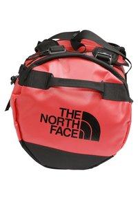 The North Face - BASE CAMP DUFFEL M UNISEX - Sportväska - red/black - 4