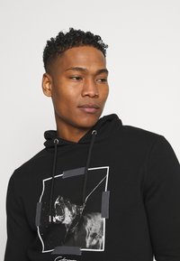 CLOSURE London - DOBERMAN HOODY - Sweatshirt - black - 3