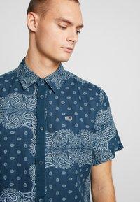 Tommy Jeans - BANDANA PRINT SHIRT - Shirt - blue - 5