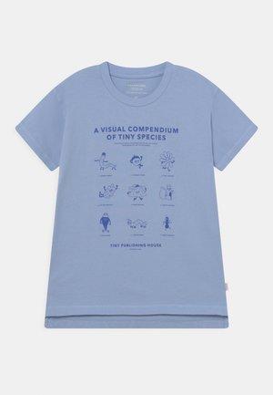 UNISEX - T-shirt print - milky sky/ultramarine