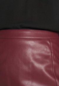Vero Moda - VMNORARIO SHORT COATED SKIRT - Mini skirt - cabernet - 4