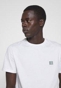 Les Deux - PIECE - T-Shirt basic - white - 3