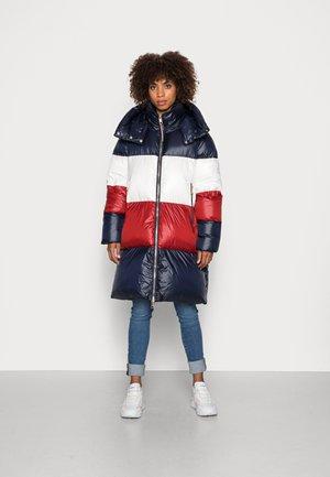 COLORBLOCK  PUFFER COAT - Winter coat - desert sky/regatta red/ecru