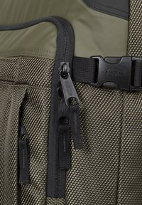 Eastpak - Wheeled suitcase - cnnct khaki - 4