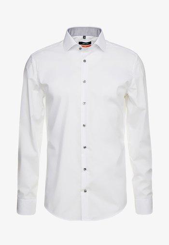 SLIM SPREAD PATCH - Camicia elegante - weiß/grau