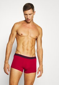 Emporio Armani - TRUNK 3 PACK - Panties - ciliegia/marin/bianc - 2