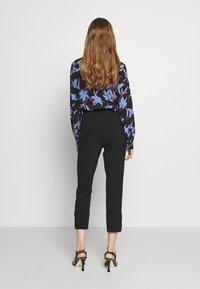 kate spade new york - SIDE SNAP PANT - Kalhoty - black - 2