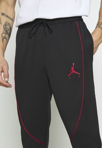Jordan - JUMPMAN AIR SUIT PANT - Träningsbyxor - black/gym red - 6