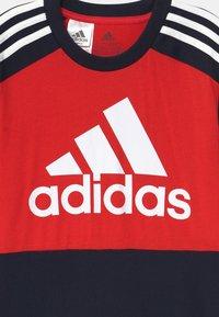 adidas Performance - UNISEX - Printtipaita - vivid red/legend ink/white - 2