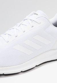 adidas Performance - COSMIC 2 - Neutrala löparskor - footwear white - 5