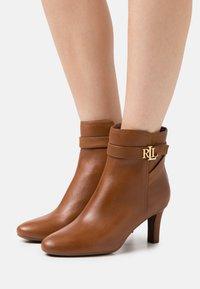 Lauren Ralph Lauren - ARIANNE - Classic ankle boots - deep saddle tan - 0