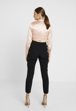 JULIA HIGH WAIST YOKE PANT - Chino kalhoty - black