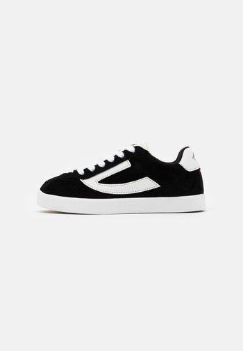 RETRO TRIM UNISEX - Sports shoes - black/eggshell