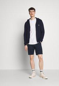 Abercrombie & Fitch - CURVED HEM ICON - Camiseta básica - white - 1